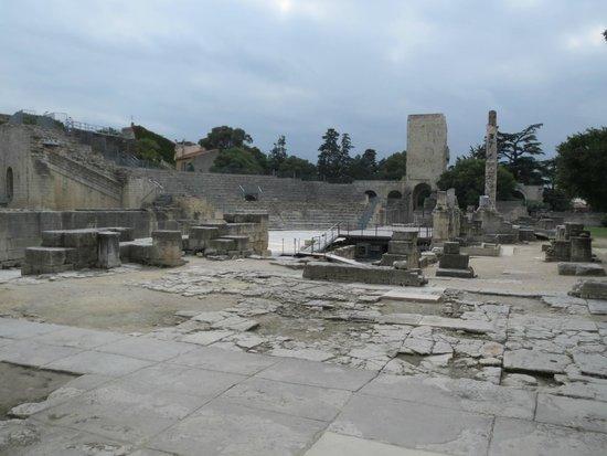 Théâtre Antique : Ruins by the theatre