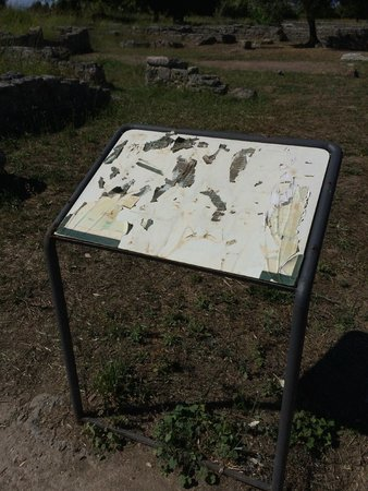 Templi Greci di Paestum: Most signs on-site look like this