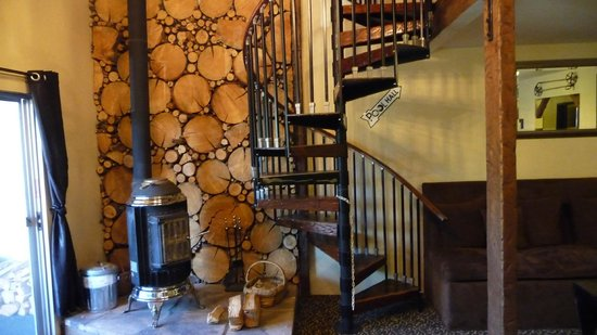 Mammoth Creek Inn : Spiral Staircase to Pool Hall
