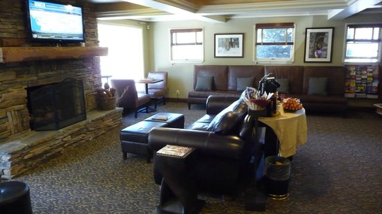 Mammoth Creek Inn : Main Lobby