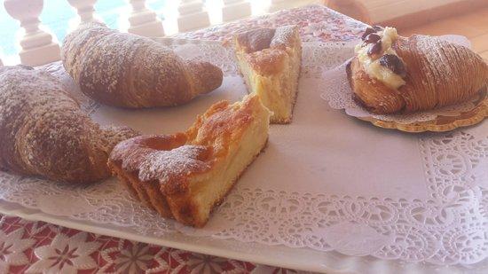 Il Pavone: il vassoio di dolci!
