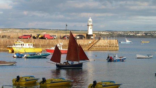 Coast House : St  Ives harbour