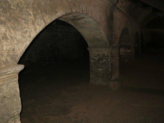 Cryptoportiques: Roman arches