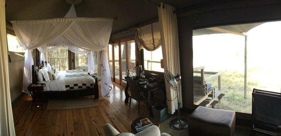 Wilderness Safaris Little Vumbura Camp: Inside Room 2