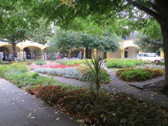 Espace Van Gogh: Colorful Gardens