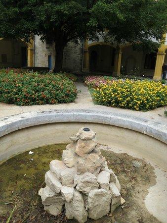 Espace Van Gogh: Gardens