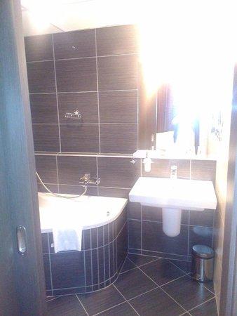 Hotel Regnum Residence: Salle de bains moderne