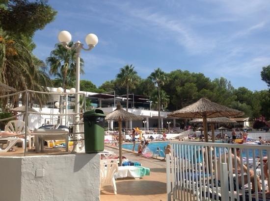 Sun Club El Dorado: main pool area with pool bar on the left