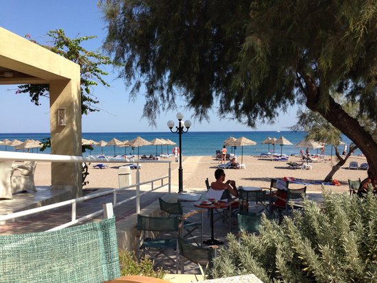 Blue Sea Beach Resort: Afternoon view from the beach bar. Miss our holiday