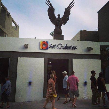 Plaza Mijares: Art walk in down town