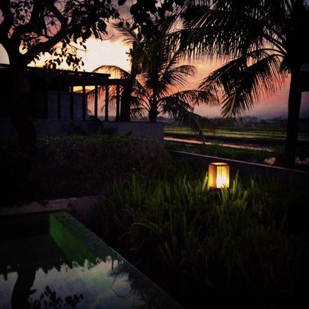 Alila Villas Soori: Sunset by our pool