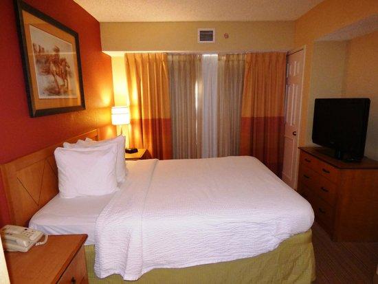 Residence Inn Albuquerque : Bed was nice.