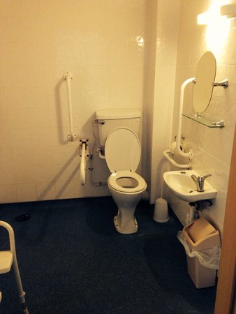 Ilfracombe Holiday Park : Death trap wet room