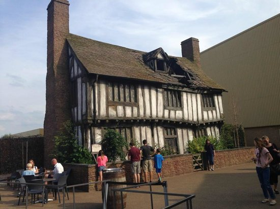 Warner Bros. Studio Tour London - The Making of Harry Potter: Godric's Hollow
