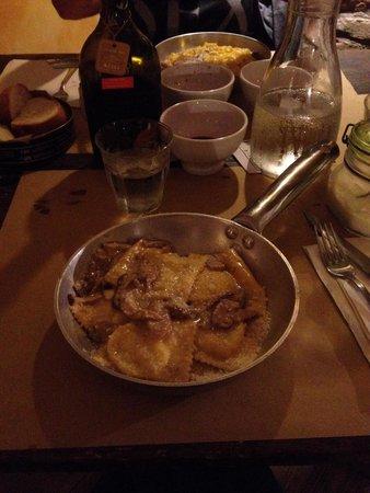 Osteria dei Servi: Tortelli di patate rosse e funghi di borgotaro