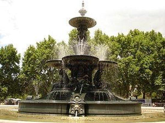 Parque General San Martin : Fuente de los Continentes