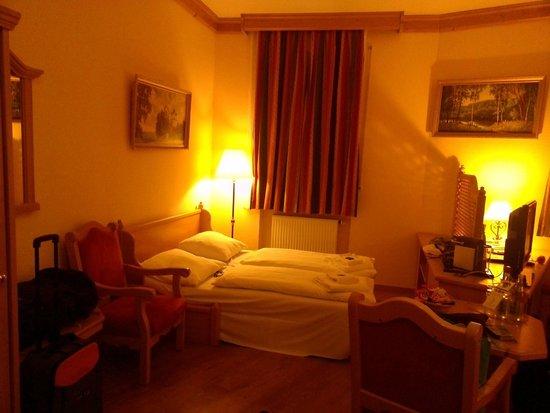 Best Western Plus Hotel Erb: Le canapé-lit déplié