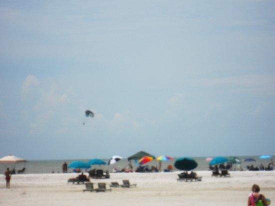 Outrigger Beach Resort : Beach