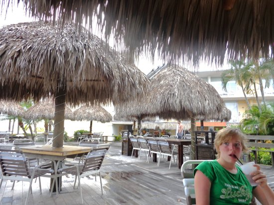 Outrigger Beach Resort : Tiki Deck
