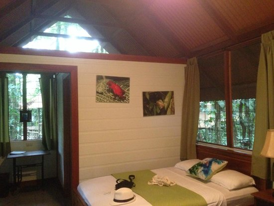 Evergreen Lodge: Much of the walls are simply screens.