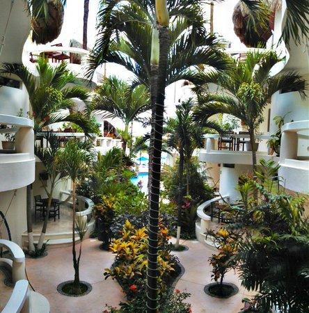 Playa Palms Beach Hotel: Courtyard