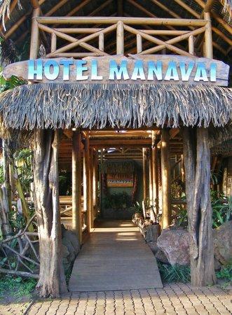Hotel Manavai: Vue de la rue