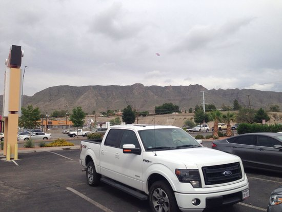Wyndham El Paso Airport Hotel and Water Park: Awesome view of the mountains