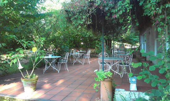 Domaine de Bassibe : La terrasse pour déjeuner ou diner
