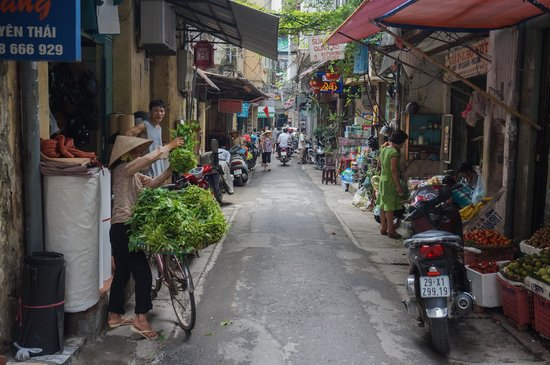 Hanoi Charming Hotel: One step outside and you're right in the hustle and bustle of Hanoi!