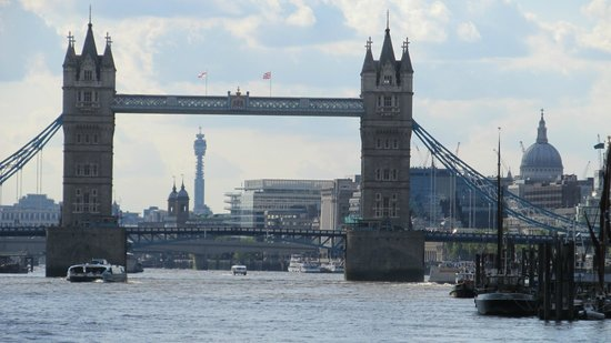 Thames River: Tower Bridge