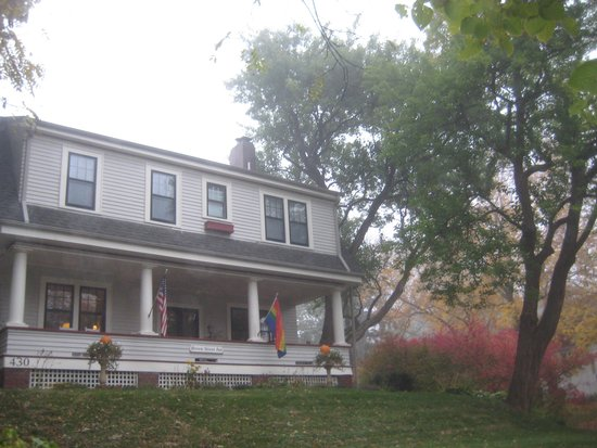 Brown Street Inn with fall colors