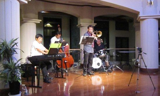 Omoide Romankan: 星空のジャズ・コンサート