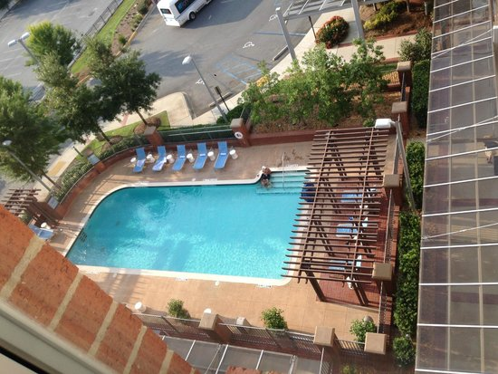 Aloft Tallahassee Downtown: The pool is lovely