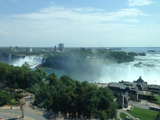 Embassy Suites by Hilton Niagara Falls Fallsview Hotel : Clear View of Both Falls from room