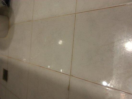 Kipriotis Panorama Hotel & Suites: Inondation salle de bain