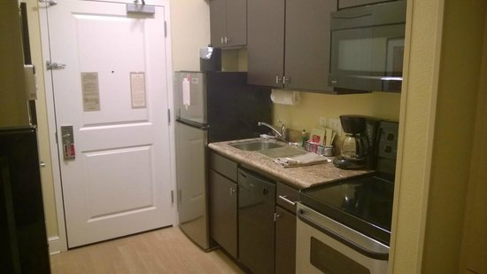 TownePlace Suites Tampa Westshore/Airport: Kitchen area