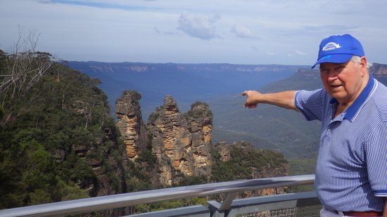 The Three Sisters: view from the lookout at Echo point
