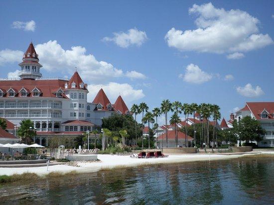 Disney's Grand Floridian Resort & Spa: walk around the hotel grounds