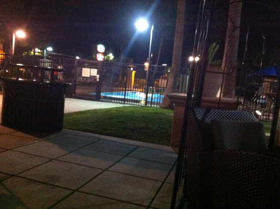Residence Inn Newark Silicon Valley: outdoor pool at night