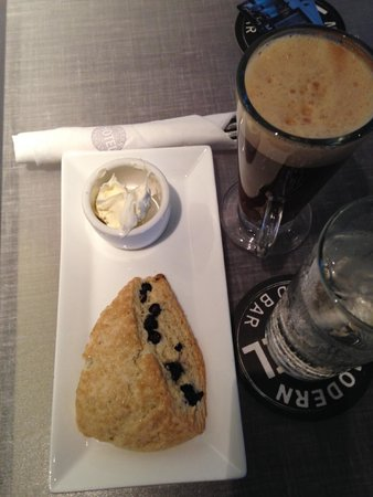 Modern Hotel and Bar: Freshly made scones and creme