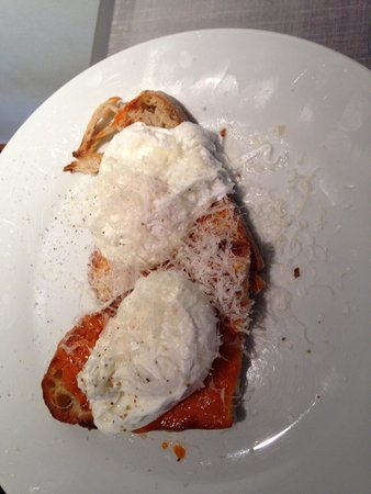 Modern Hotel and Bar: Poached eggs on toast (delicious)