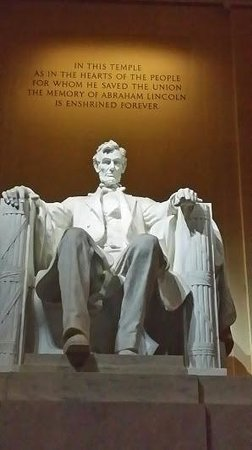 Monuments by Moonlight Night Tour: Lincoln Memorial