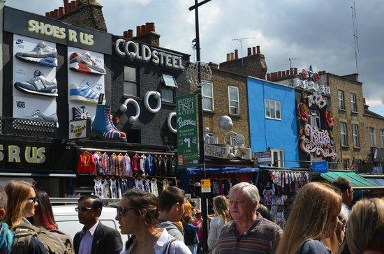 Camden Lock Market : Via principale di Camden