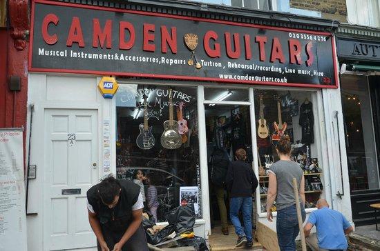 Camden Market : Negozio di chitarre a Camden