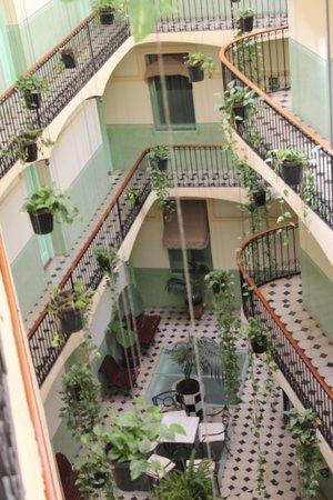 Hotel Peninsular : Lichthof des Hotels