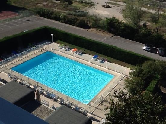 Ibis Styles Arles Palais des Congrès : piscine