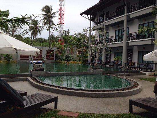 Navatara Phuket Resort : Cute pool