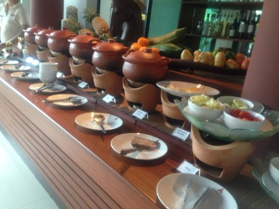 Navatara Phuket Resort: Buffet