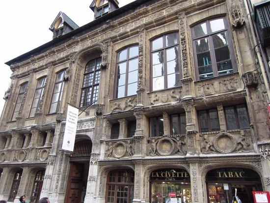 Cathédrale Notre-Dame de Rouen : ノートルダム大聖堂の向かいの建物