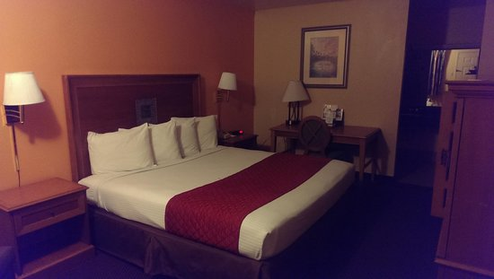 Americas Best Value Inn: room with king bed